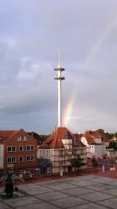 Der Abacus Turm hinter dem Marktplatz von Nordenham: Musik wie Licht!